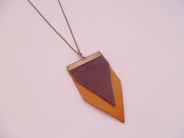 collier mai b cuir triangles 2011