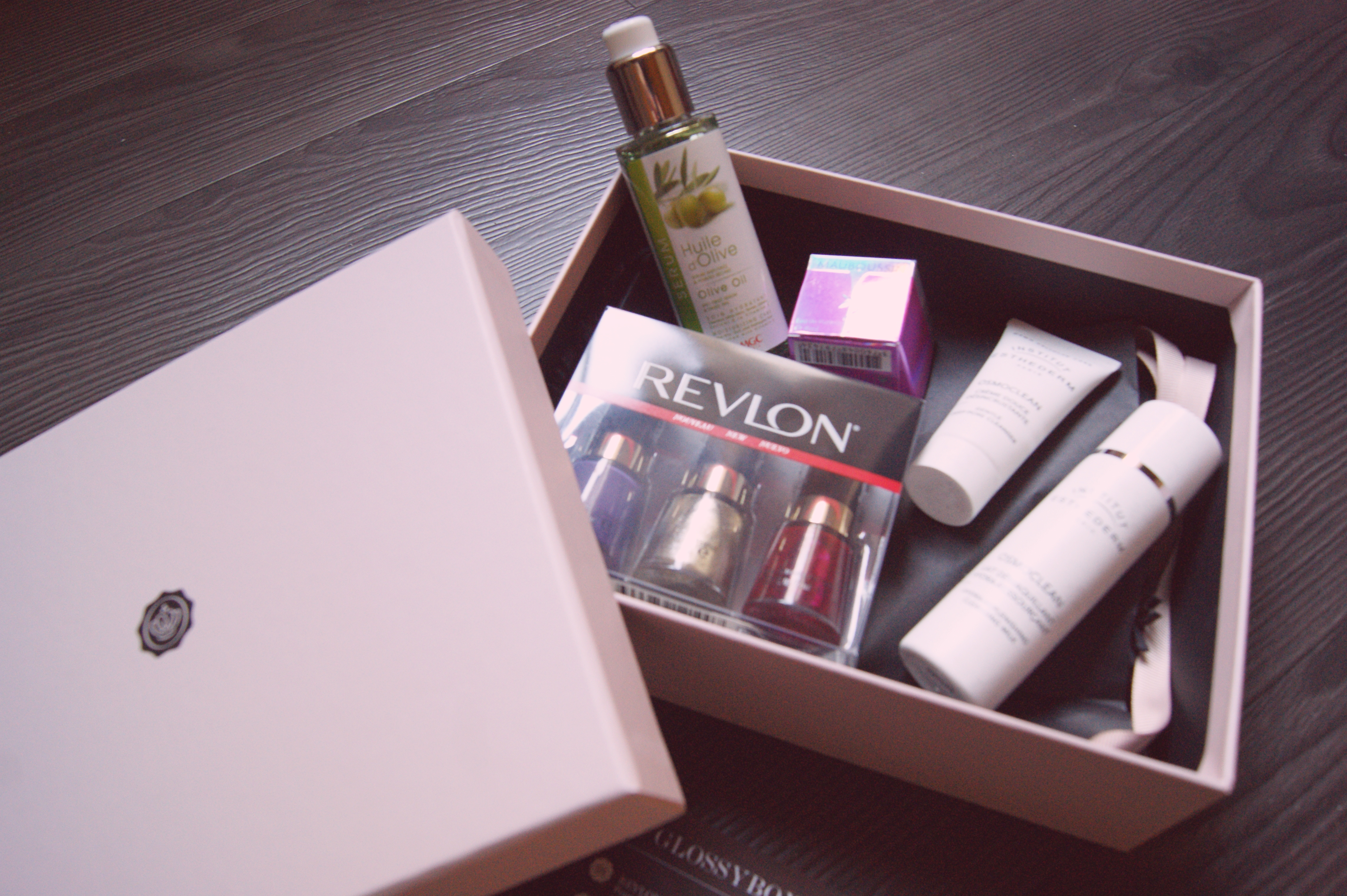 comparatif joliebox glossybox ou mon coffret beaute le so girly blog. Black Bedroom Furniture Sets. Home Design Ideas