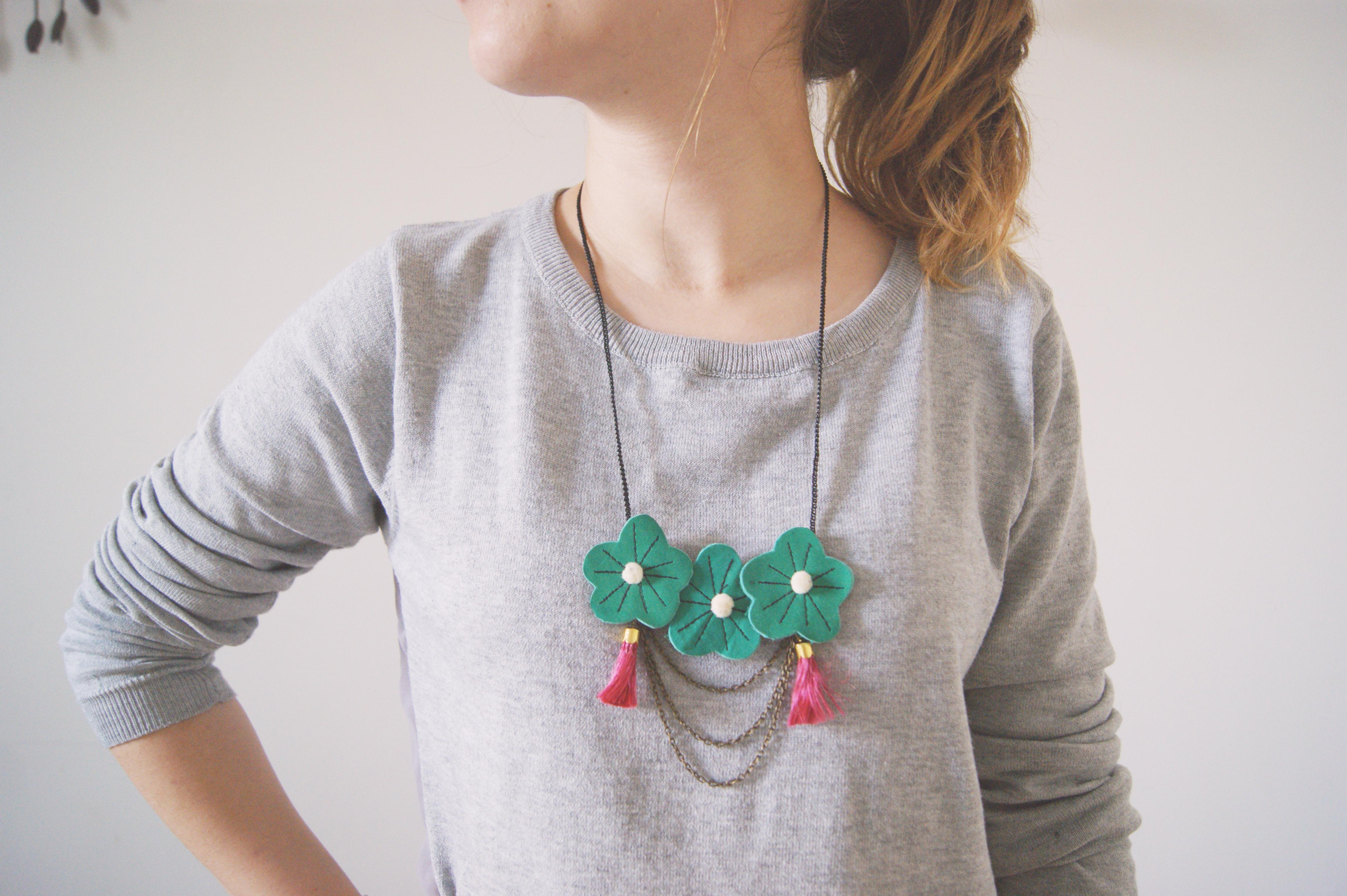 collier plastron fleurs elufée