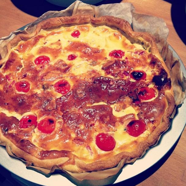 tarte salée au roquefort, tomates et lardons
