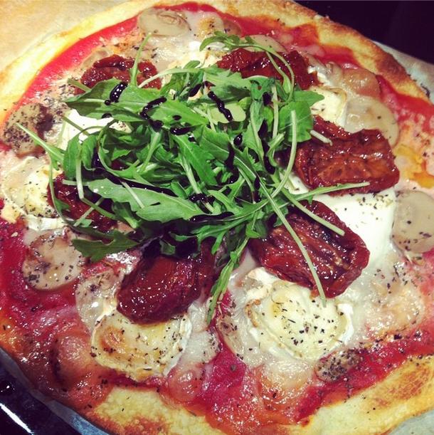 pizza roquette tomates sechées