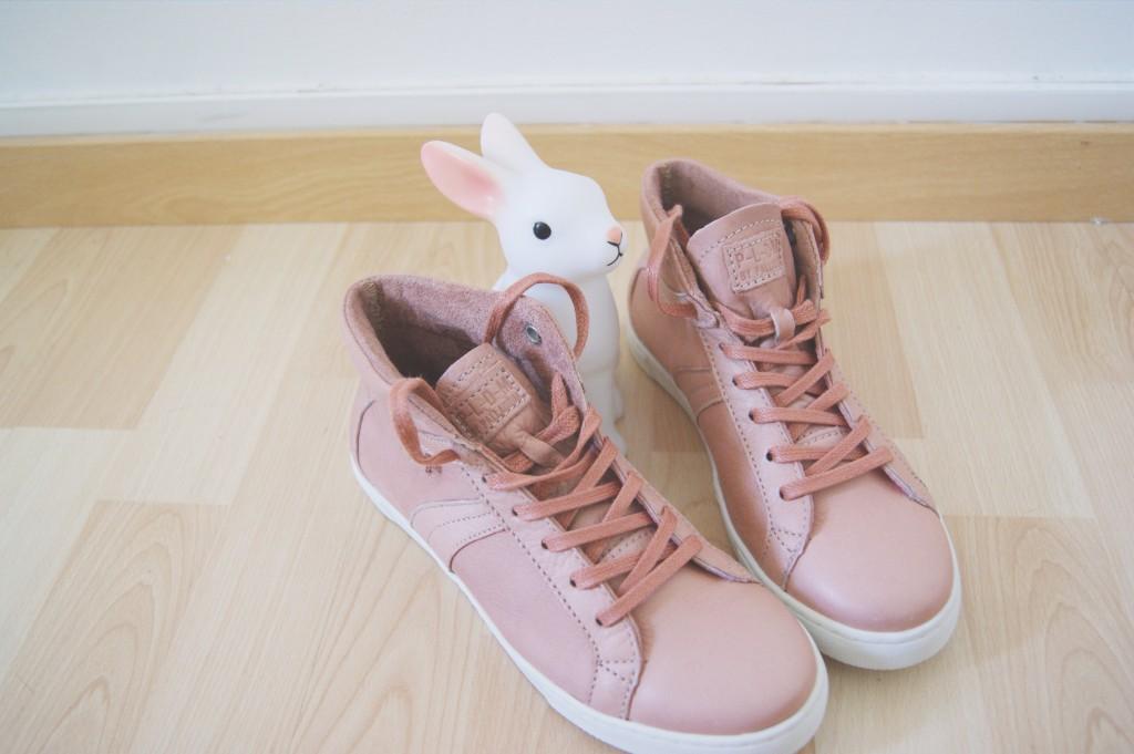 Pink sneakers et petits noeuds